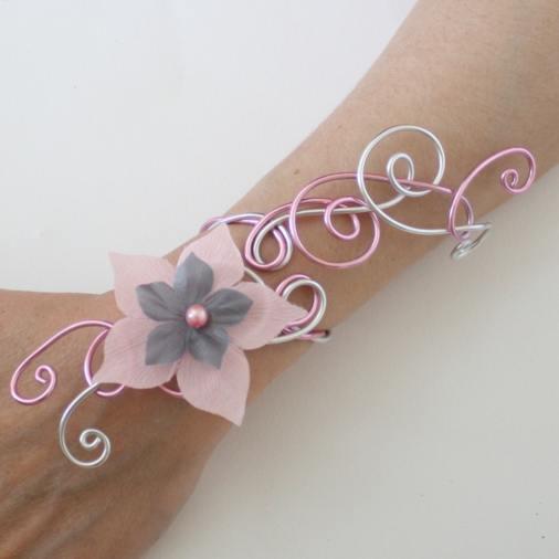 Bracelet_mariage_argent_rose_fleurs_rose_gris