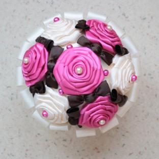 Bouquet de mariée ivoire et fuchsia + bonbons chocolat