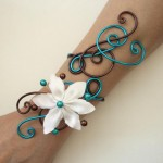 Bracelet_mariage_chocolat_turquoise_fleur_blanche