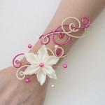 Bracelet_mariage_sable_fuchsia_fleur_ivoire