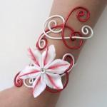 Bracelet_mariage_fleur_blanc_et_rouge