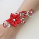 Bracelet_rouge_et_blanc_+_fleur