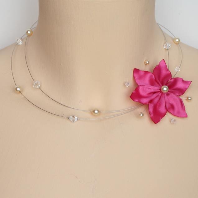 Collier fleur satin fuchsia perles ivoire