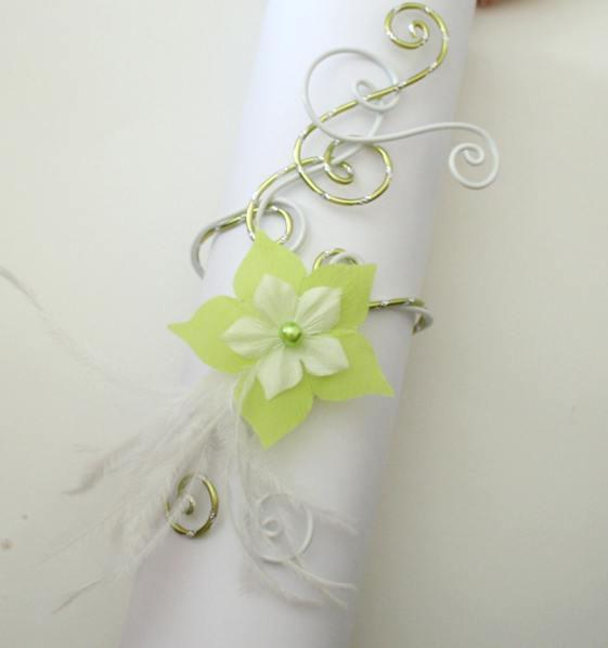 Bracelet fleur et plumes vert anis et blanc