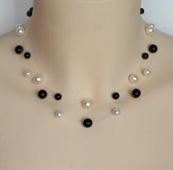 Collier mariage personnalisé en perles nacrées blanc cassé et noir