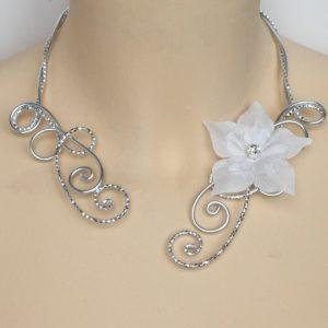 Collier mariage blanc et argent + fleur en soie
