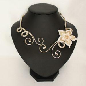 Collier mariage fleur ivoire et or