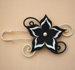 Attache traîne fleur satin ivoire et noir