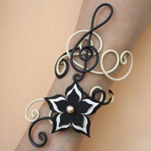 Bracelet manchette mariage fleur ivoire noir